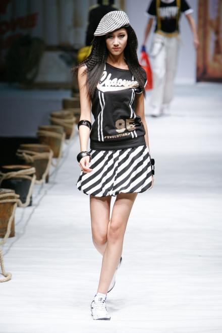 Tre modeller falder til China Fashion Week